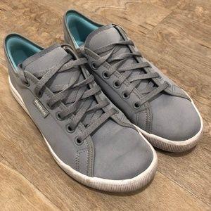Grey lightweight reebok travel sneakers size 7